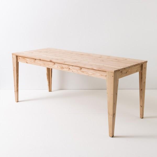 Table de jardin en mélèze