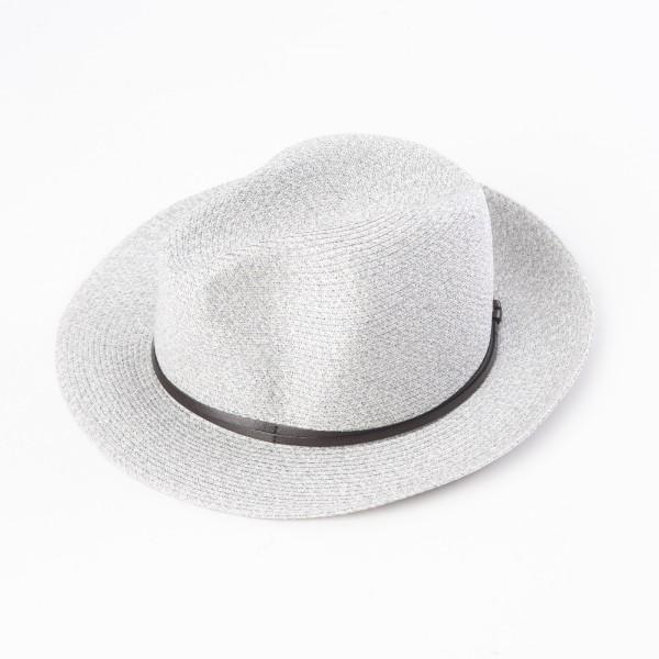 chapeau d'été gris clair