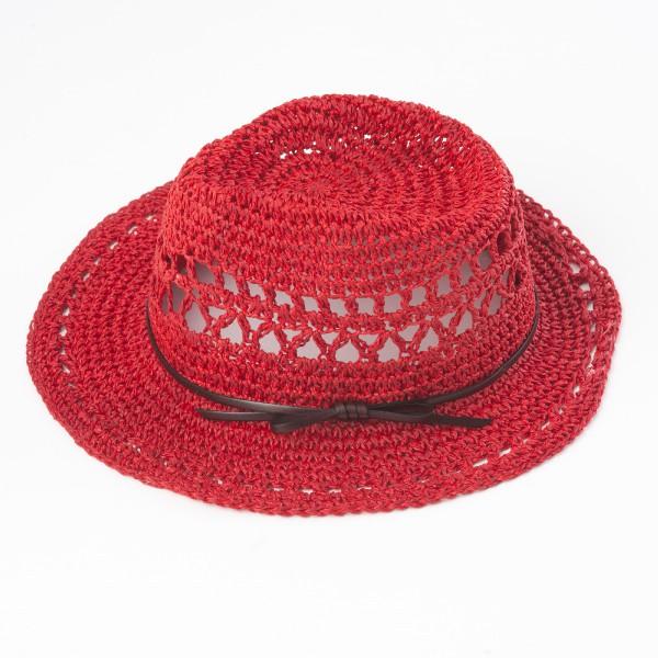 chapeau ajouré rouge