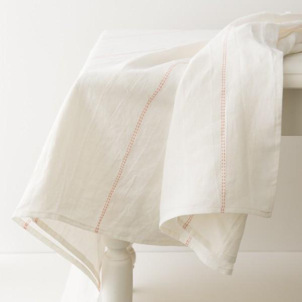 nappe en lin lavé blanc liseré carotte de chez Charvet Editions