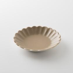 assiette pétale sharing havane mat de chez Jars Céramistes