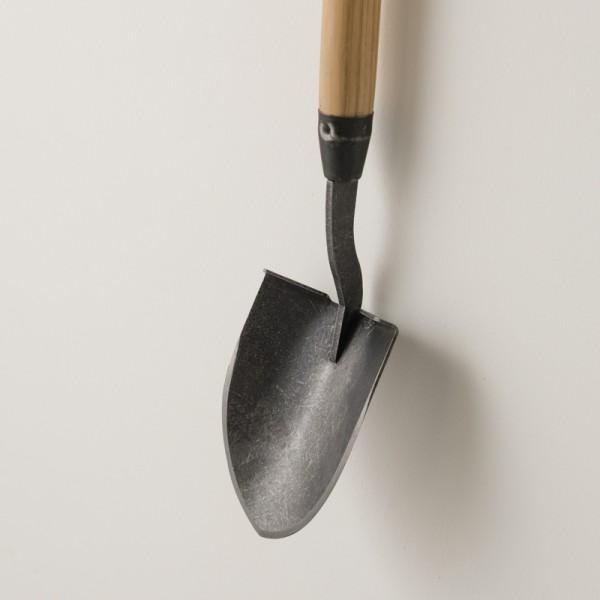 mini pelle manche 75 cm de chez Dewit