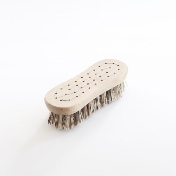 brosse à legumes Iris Hantverk manche en bouleau huilé, poils en tampico-bassine