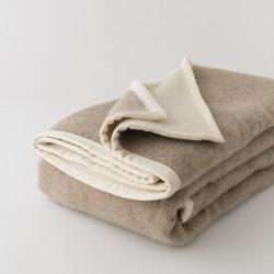 Couverture en laine sans teinture reversible alpage de chez Poyet Motte