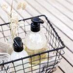 panier salle de bain avec pousse-mousse