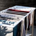 linge séchant sur un étendoir
