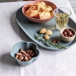 plateau apéritif avec chips et fruits secs