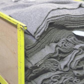 Couverture en pure laine vierge, grise sortie de métier