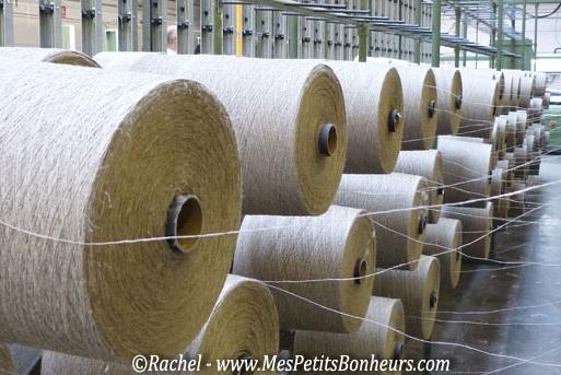 Landmade et le lin : bobines de fils allignées