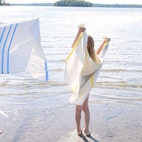 les serviettes de bain et draps de plage en lin